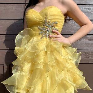 Yellow short homecoming/event dress ❗️